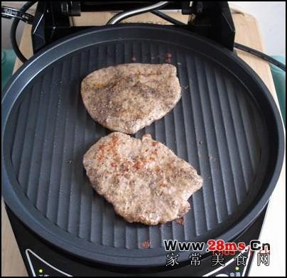 电饼铛煎烤牛排的做法(电饼铛食谱)