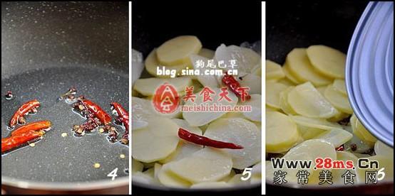 青椒 腊肠 土豆片/4、锅中放油,下入花椒、干辣椒,小火炸出香味;