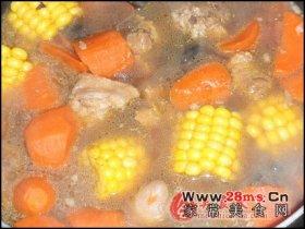 粟米胡萝卜煲猪尾图解