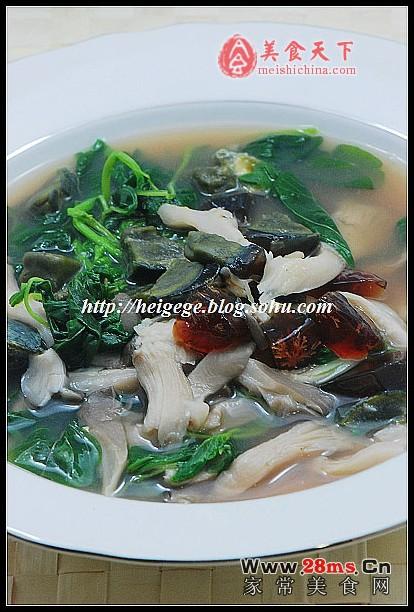 苋菜皮蛋鲜蘑汤