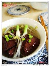 润燥养颜猪红芽菜汤图解