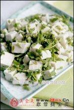 香椿芽拌豆腐图解