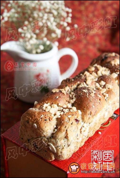 全麦果仁面包