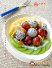坚果水果酸奶沙拉图解