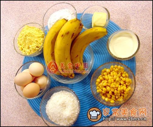 香蕉派一入口就化了,香甜可口,那叫一个好吃。好吃不是盖的,劝美女们多吃点。玉米面的做得,所以吃起来也不容易发胖。   香蕉:性寒味甘,远古书籍中早有记载其营养价值,功效包括清热解毒、润肠通便、润肺止咳、降低血压和滋补作用等,富含大量的钾可除湿排毒,也是美容等滋补品属于优质水果,真正价廉物美。   玉米:玉米是人们非常喜爱的一种食品。根据营养分析发现,其含有蛋白质、糖类、胡萝卜素、黄体素和玉米黄质,尤其是玉米黄质的含量较高,因此,多吃玉米可以抗眼睛老化,而且多吃玉米可以有意想不到的美白功效。