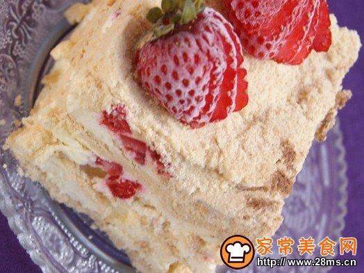 跟着家常美食网的做法图解来做这道草莓木糠布丁蛋糕