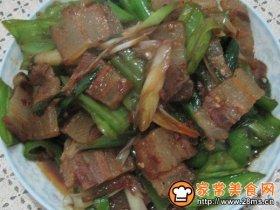 蒜苗青椒炒腊肉