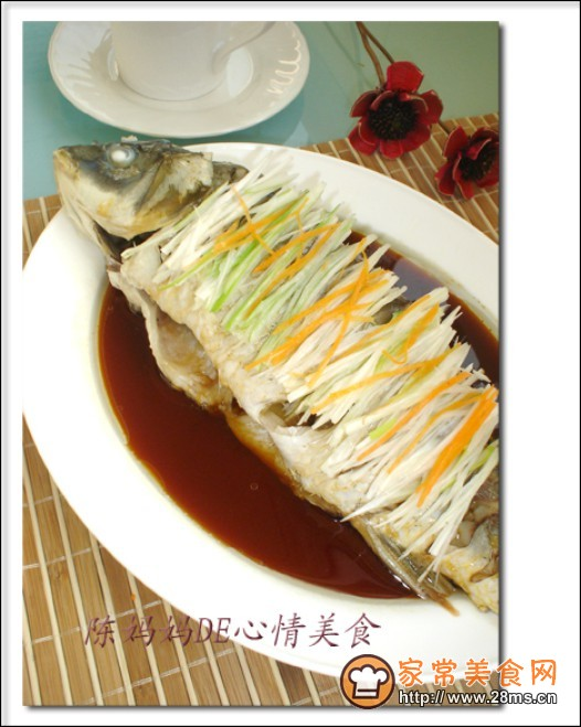 家常美食网 动物菜单 鲤鱼 >葱油鲤鱼的做法