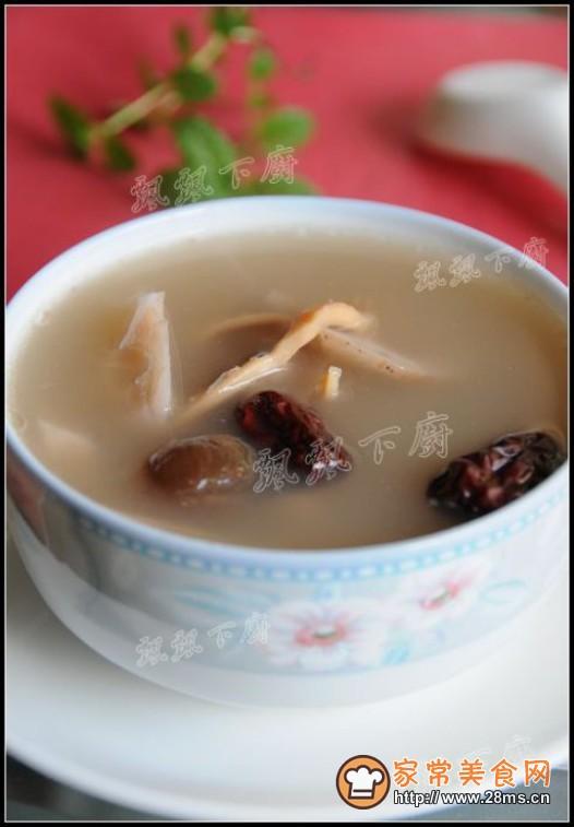 小墨鱼干煲汤_墨鱼猪骨莲藕汤的家常做法 - 家常美食网