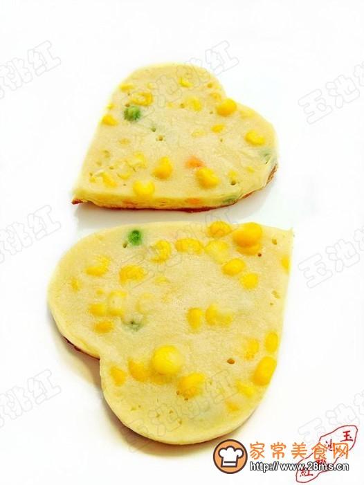 心形奶香玉米豌豆饼的做法