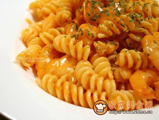 番茄奶油虾螺丝粉的做法