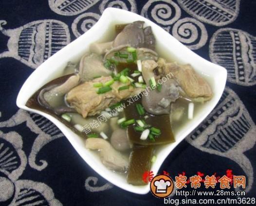海带蘑菇排骨汤的做法