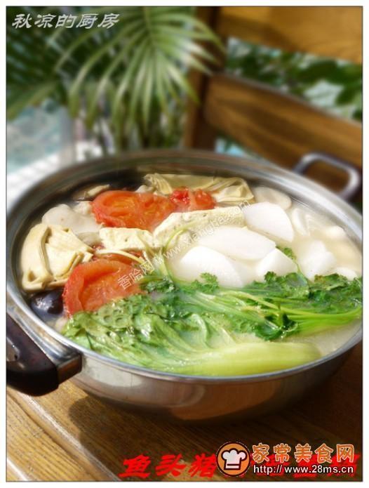 鱼头猪骨菇菌锅的做法