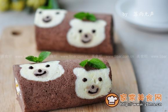 可爱小熊蛋糕卷做法简单是家常菜的常见菜,不一定要看可爱小熊蛋糕卷做法视频才能学会,但怎么做可爱小熊蛋糕卷最好吃,跟着家常美食网的做法图解来做这道可爱小熊蛋糕卷吧。  ? 配方:低筋面粉80g,鸡蛋白4个,鸡蛋黄3个,细砂糖30g(蛋清打发),细砂糖35g(蛋黄糊),色拉油40ml,水60ml,可可粉10g,玉米淀粉1小勺,白醋几滴 内馅:动物淡奶油180g、细砂糖20g 、糖水黄桃适量 制作过程: 1、准备材料,蛋清蛋黄分离(取4个蛋清,3个蛋黄)2、蛋黄中加入35g细砂糖用打蛋器打至起泡3、再依次加入水