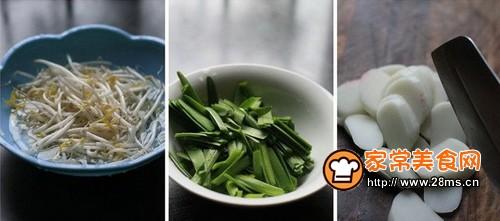 绿豆芽炒年糕步骤1-3