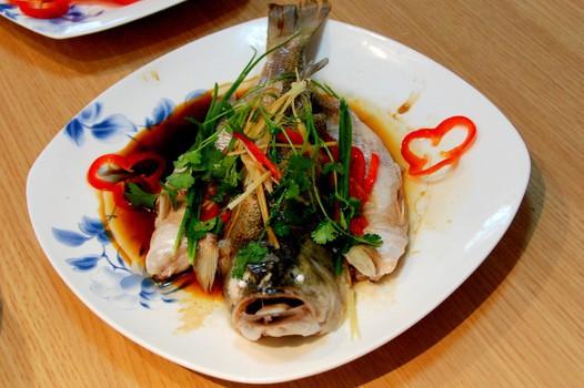 家常美食网为您提供清蒸鱼的家常做法大全,只要按照图文步骤,菜鸟都能