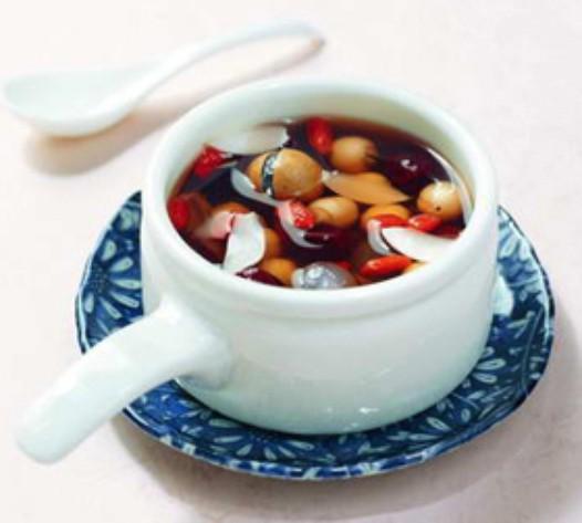 红枣莲子桂圆汤的做法