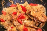 蛋黄�h螃蟹的做法步骤4