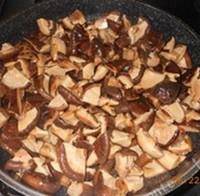 广式花生蛋黄粽的做法步骤1