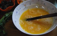 炒三色蛋的做法步骤3