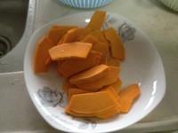 咸蛋黄炒南瓜的做法步骤1