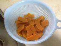 咸蛋黄炒南瓜的做法步骤3