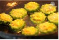 鲜虾蛋黄酿苦瓜的做法步骤7