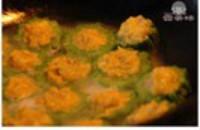 鲜虾蛋黄酿苦瓜的做法步骤8