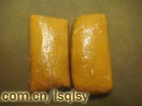 肉松莲蓉蛋黄月饼的做法步骤6