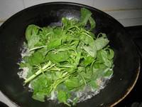 咸蛋肉片苋菜汤的做法步骤5