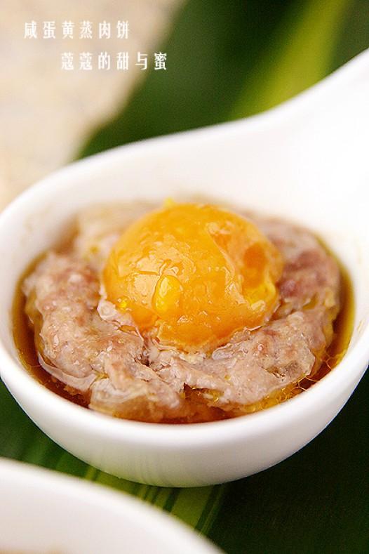 梨汁咸蛋黄蒸肉饼的做法