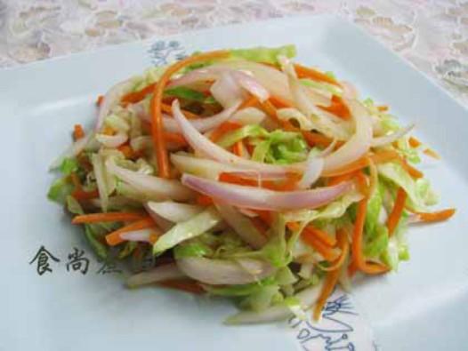 卷心菜炒洋葱的做法