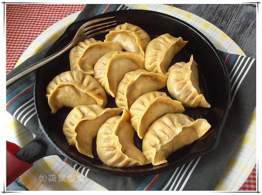 玉米面水煎饺的做法