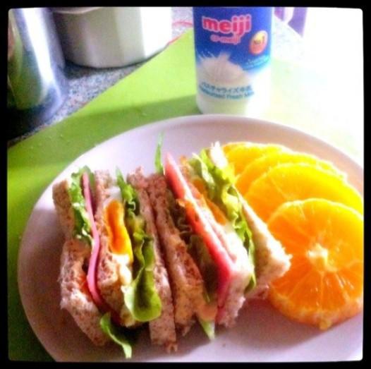 全麦火腿鸡蛋吞拿鱼三明治的做法