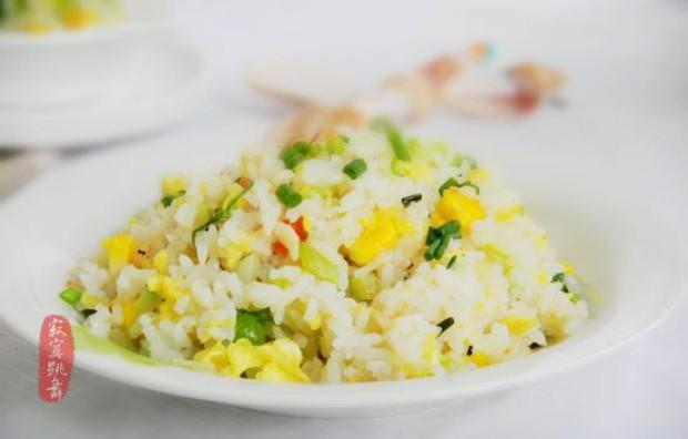 杂蔬蛋炒饭的做法图片