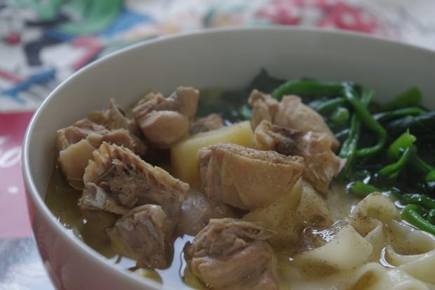 鸡汤菠菜面的做法