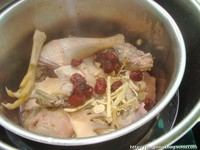 枣芪土鸡汤的做法步骤1