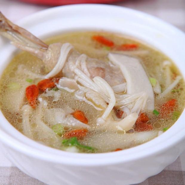 冬季补身汤-菌菇炖鸡汤的做法