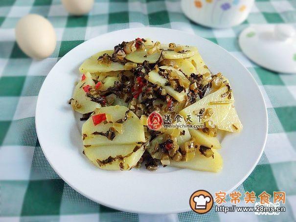 水腌菜炒做法片的洋芋_做水腌菜炒蛤蜊片洋芋青萝卜汤的做法图片