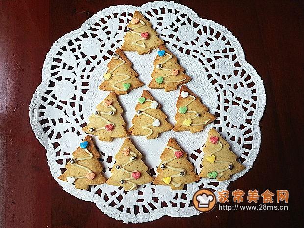 家庭制作白巧克力圣诞树杏仁饼干的做法