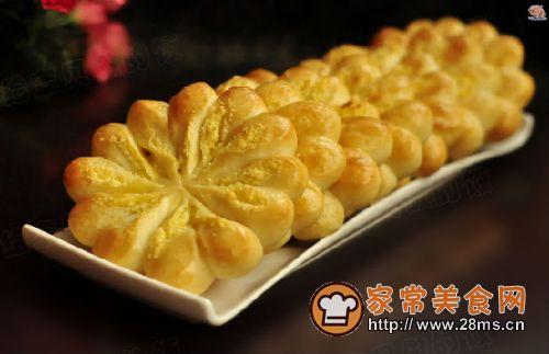 家常美食网为您提供椰蓉菊花面包的家常做法大全,只要按照图文步骤