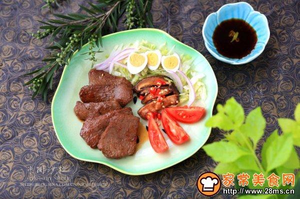 煎牛排沙拉的制作材料:           主料:牛肉1块
