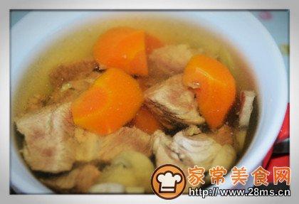 牛肉蘑菇汤的做法_做榨菜蘑菇汤_做咽喉炎可以吃牛肉图片