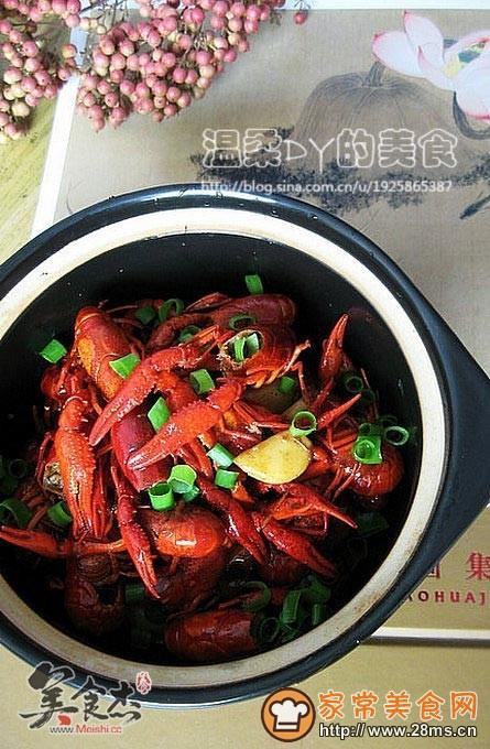 家常美食网 特色菜谱 海鲜菜谱 >啤酒小龙虾的做法    4.