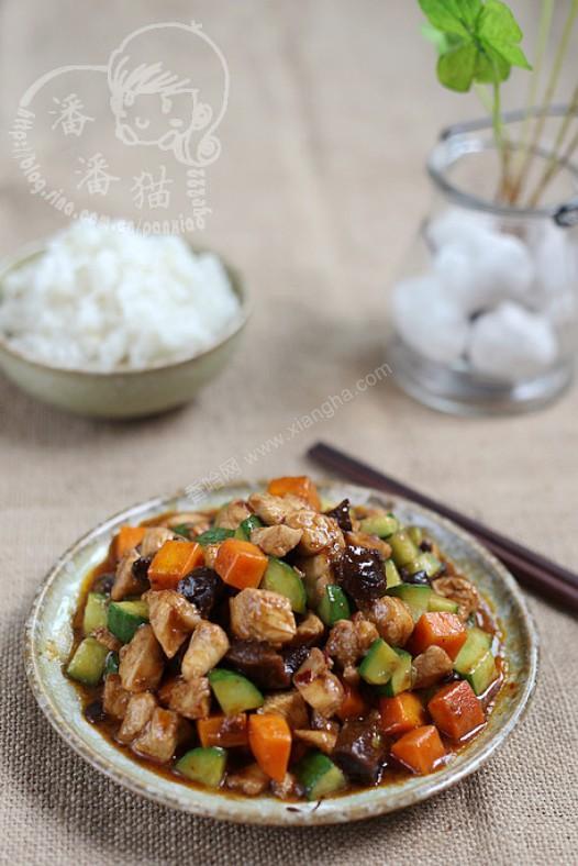 香菇豆豉酱爆鸡丁的做法