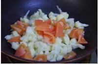 番茄炒菜花的做法图解3