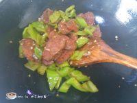 尖椒炒腊肠的做法步骤7