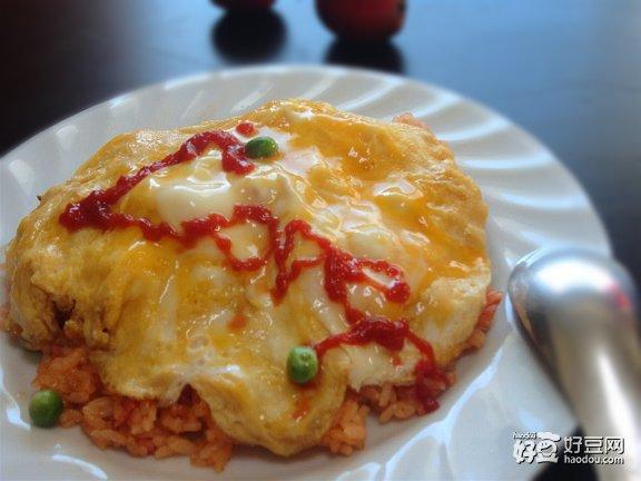 青椒鸡蛋炒饭配番茄酱的吃法