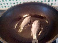 奶白鲫鱼汤的做法步骤4