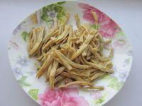 黄花菜木耳肉丝的做法步骤2